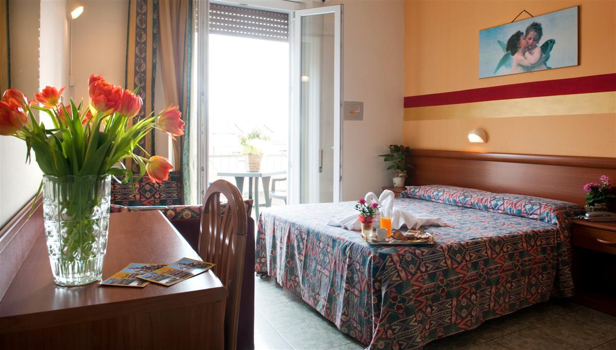 Le camere dell 39 hotel dolly albergo a viareggio a pochi passi dal mare - Bagno viareggio tariffe ...